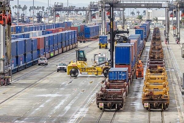 Railway Operation at the San Pedro Bay Ports in Long Beach, California
