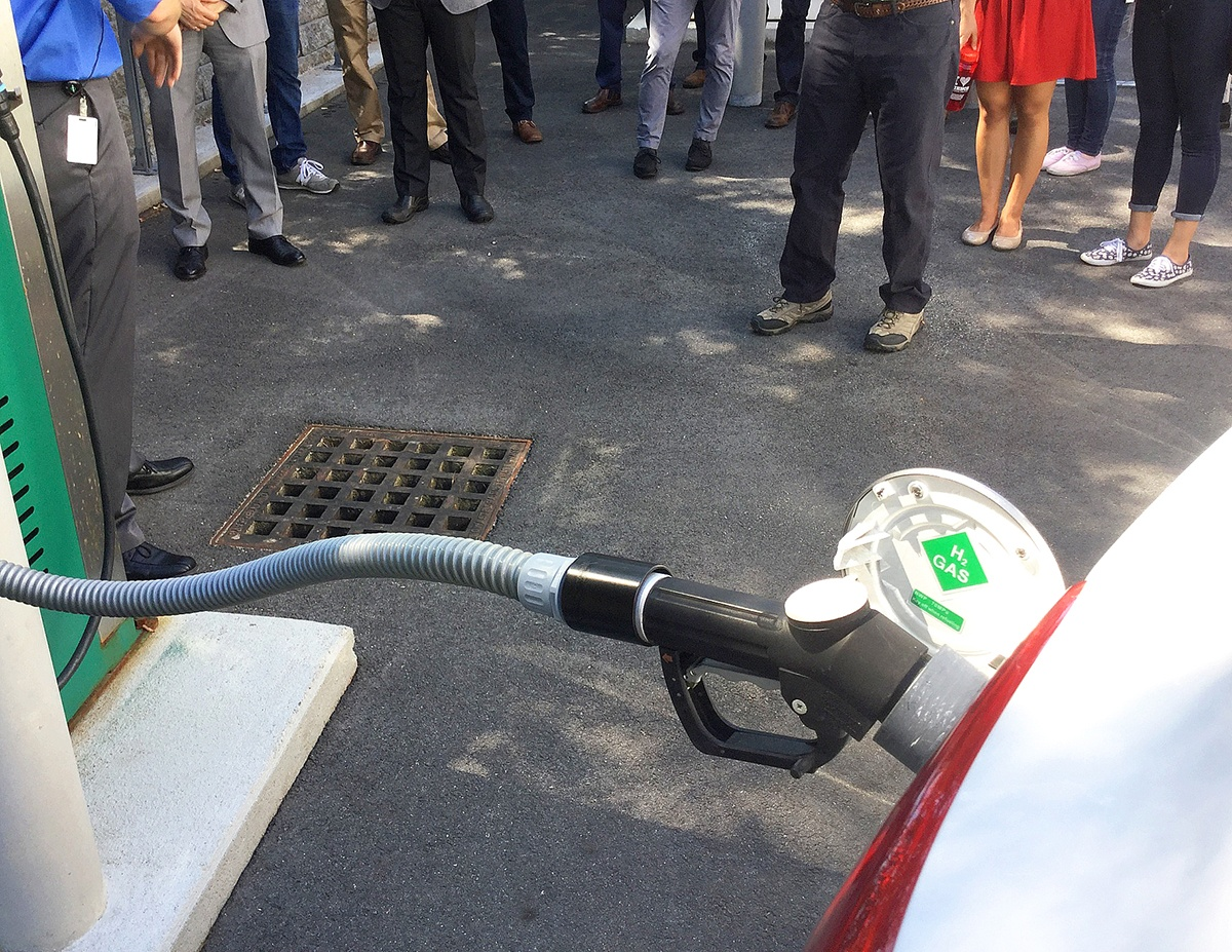 Marking National Hydrogen and Fuel Cell Day with Innovation and Presentation